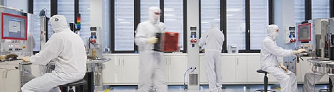 ¿Por qué los cuartos limpios son importantes en los procesos de fabricación?